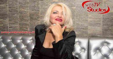 "webtvstudios roxana tv 390x205 - The Music Show"" NATALIZIO con ROXANA Lillo"