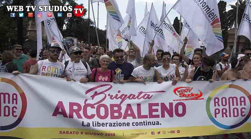 Roma Pride al Centro di Roma – Migliaia di persone hanno sfilato per le vie della Capitale
