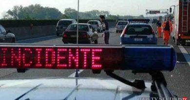 Incidente Grave Agenti feriti in autostrada, camion travolge e schiaccia una pattuglia della Polizia Stradale