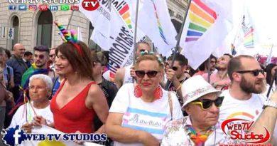 Sfila il Pride a Roma: Con Imma Battaglia, Eva Grimaldi e Vladimir Luxuria