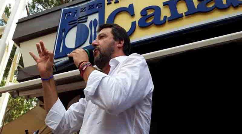 """Riccione: bagno di folla per Matteo Salvini nella """" Perla Verde """""""